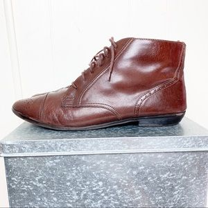 Vintage leather brown lace up chukka bootie